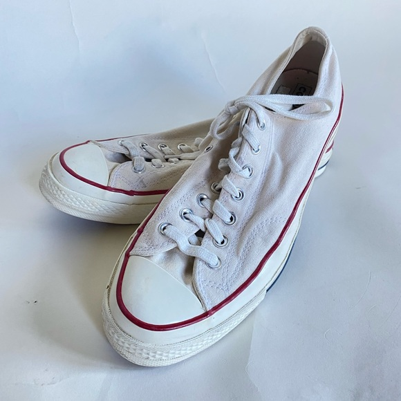 Like new low top converse